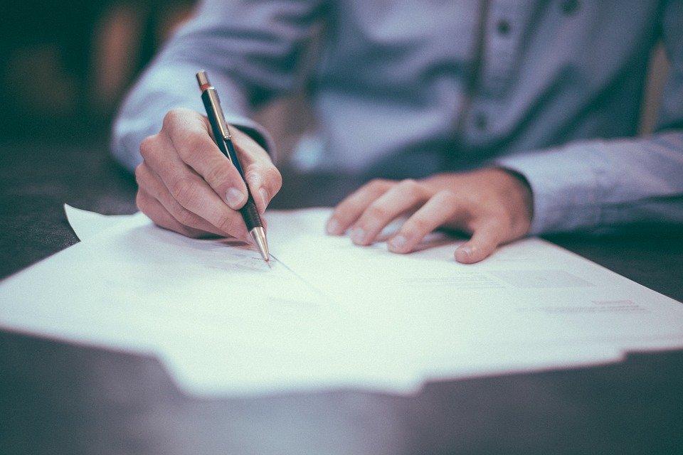 Pourquoi passer par un avocat pour rédiger ses statuts de SARL ?